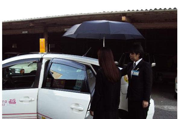 傘のさしかけ